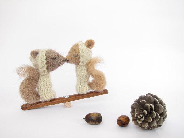 scoiattoli che si baciano