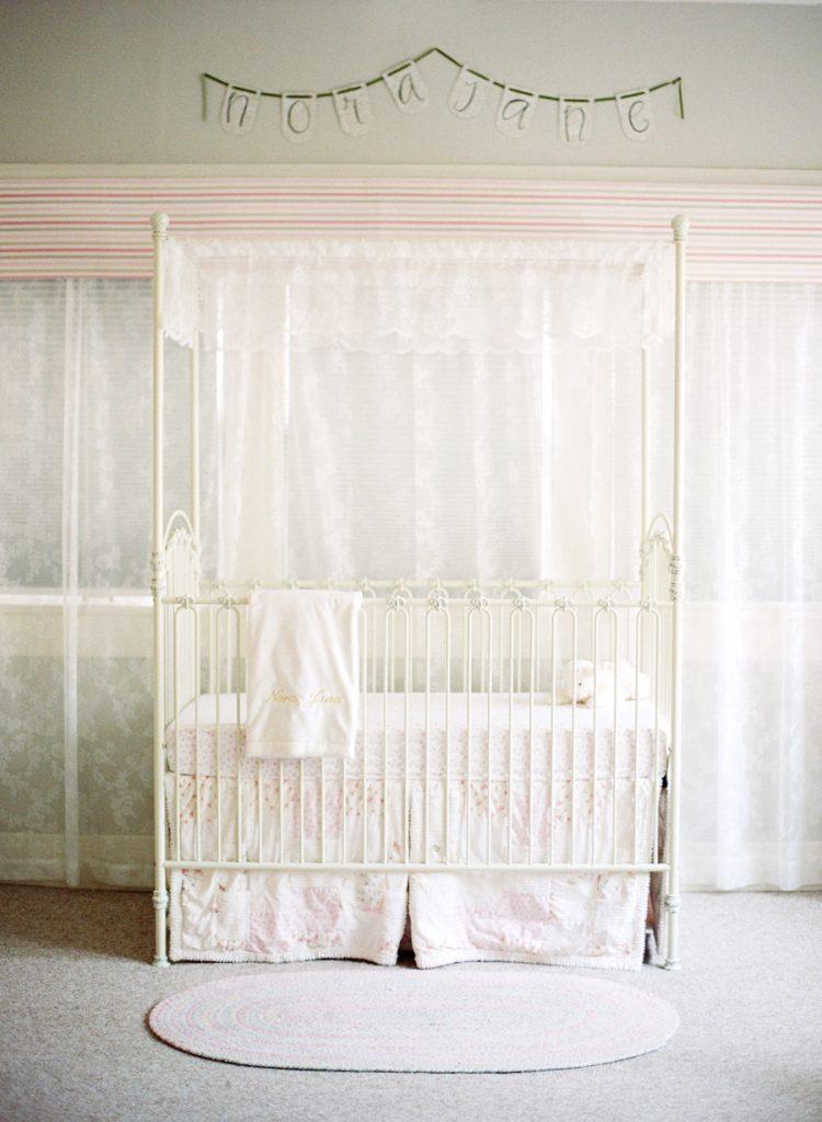 Nursery in stile shabby chic
