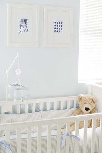 nursery in bianco, ecru e azzurro