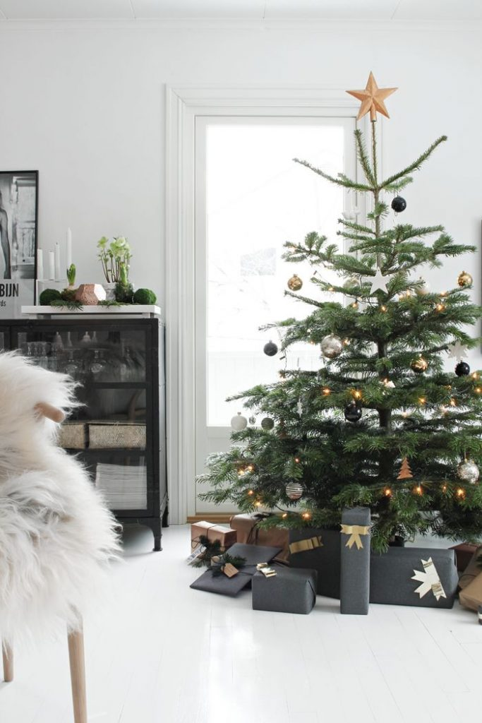 Christmas-tree-decorated-with-gold-black-and-white-ornaments