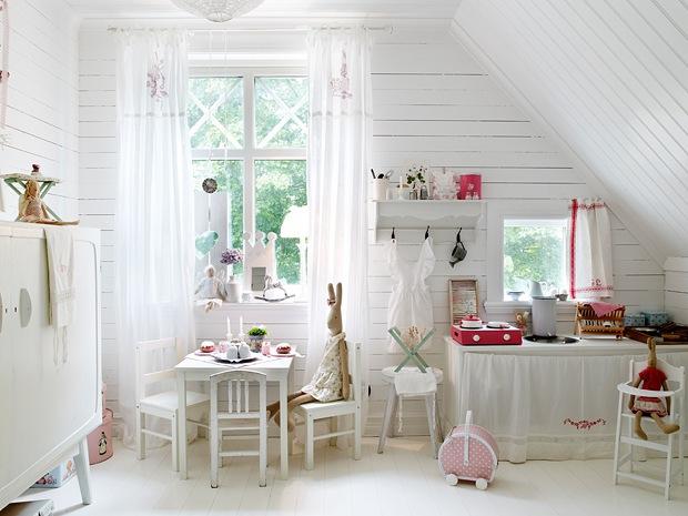 tavolino e finestra
