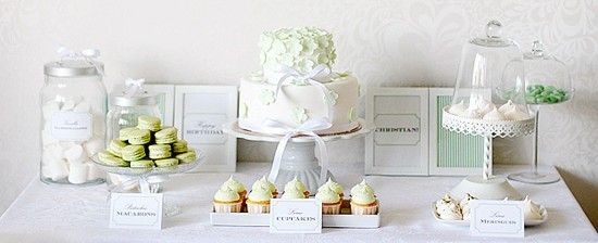 dessert table in bianco e verde