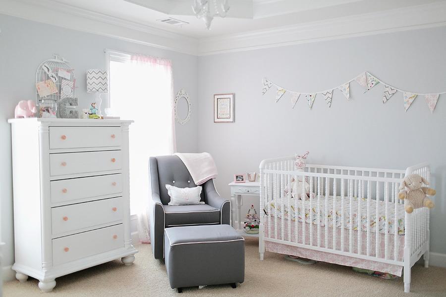 Nursery femminile in stile shabby chic