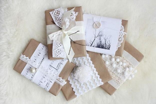 complementi-bianchi-sui-pacchi-regalo-di-natale